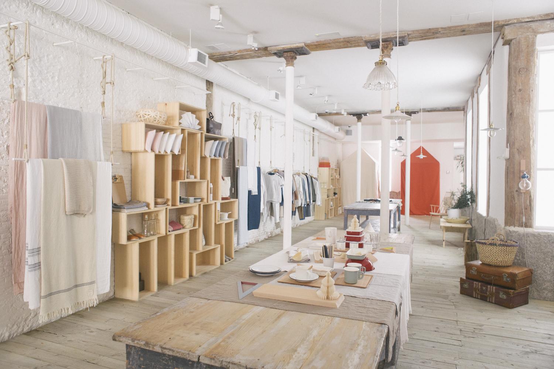 4 tiendas con encanto para disfrutar de las rebajas en madrid for Decoracion de almacenes de ropa