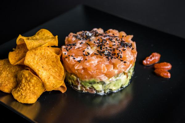 Tartar de salmón salvaje al tequila y aguacate, Comala