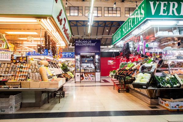 interior del mercado por el que discurrirá la carrera de caracoles